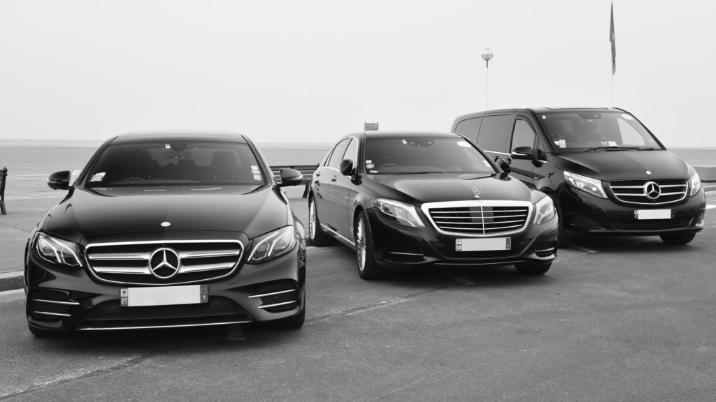 Service de chauffeurs privés VTC, une solution alternative aux taxis G7 VIP Club affaires pour vos transferts vers les aéroports Roissy CDG ou Orly. Location de véhicule de luxe avec chauffeur. Taxi avec siège enfant